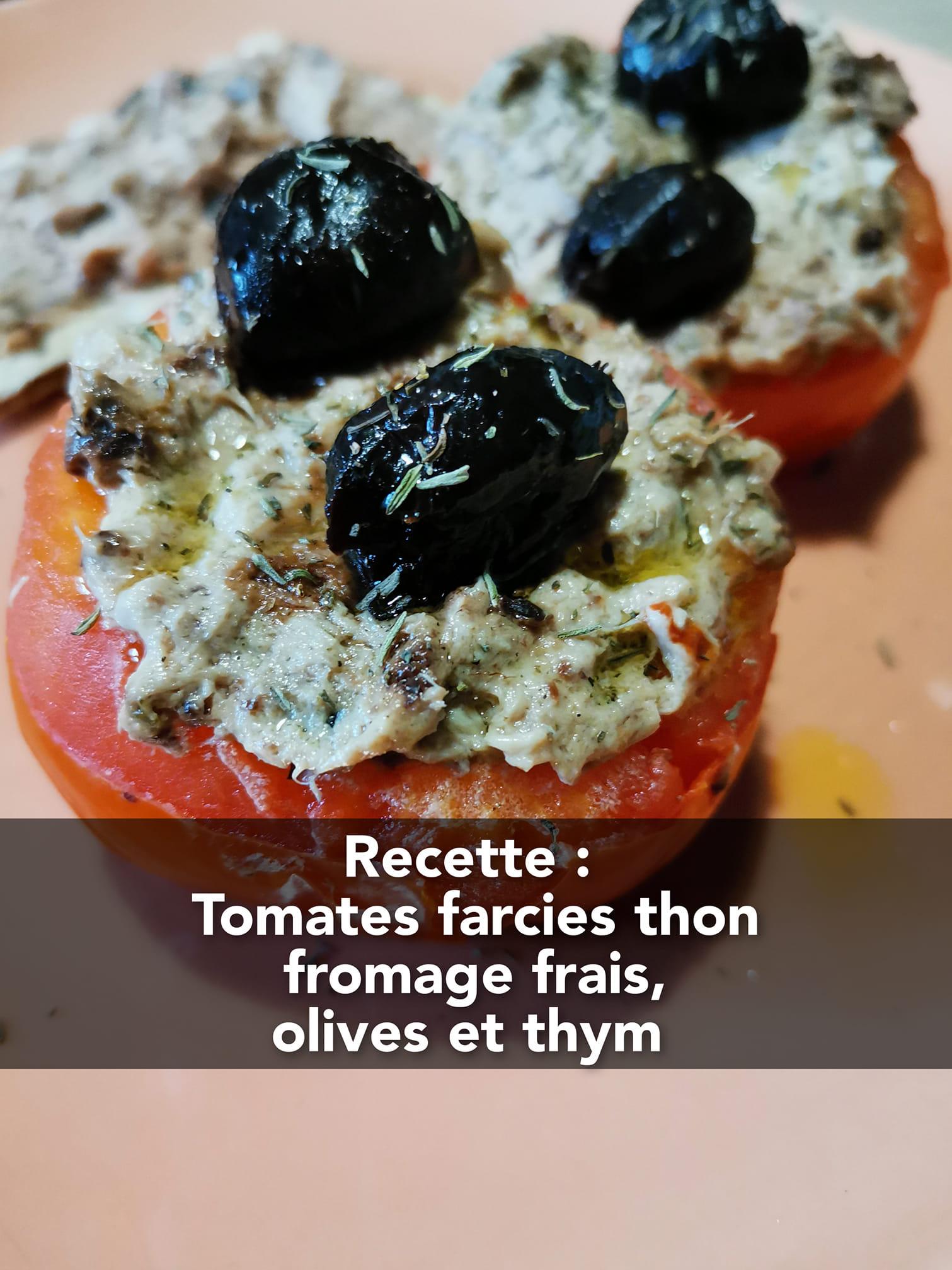 Recette riche en protéines : tomates farcies au thon, fromage frais, olives et thym